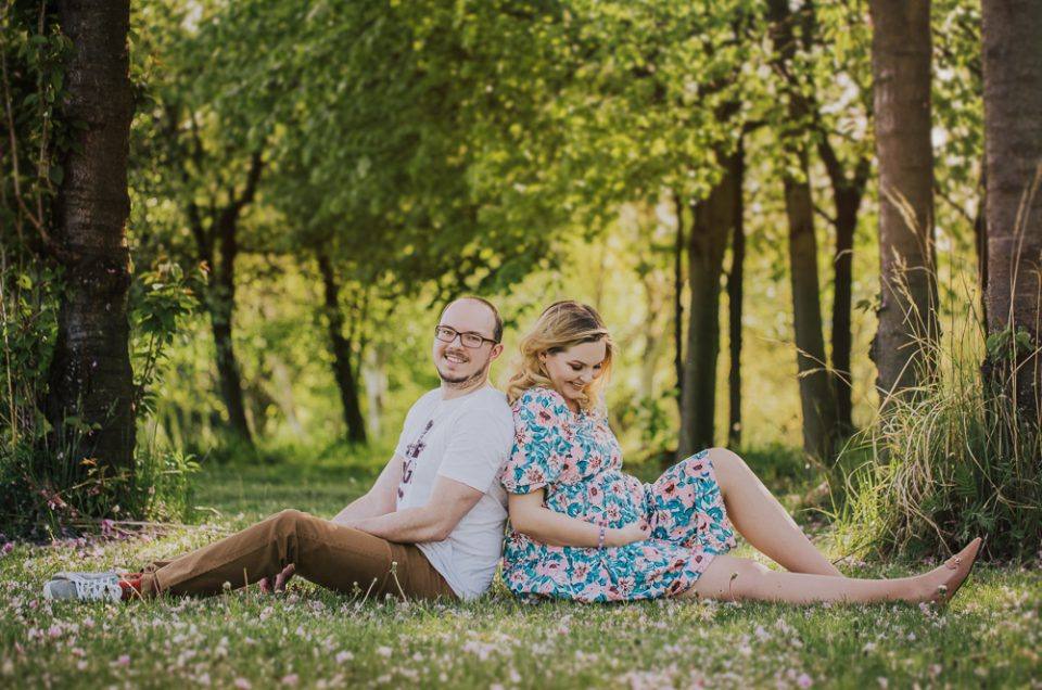 Naturalna sesja ciążowa w plenerze